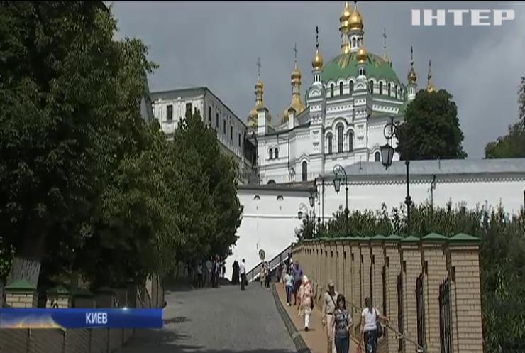 В Крестовоздвиженском храме отпраздновали 30-летие возрождения Киево-Печерской Лавры