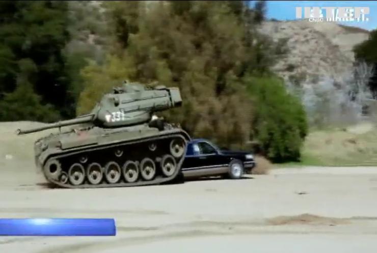 Арнольд Шварценеггер похвастался собственным танком (видео)