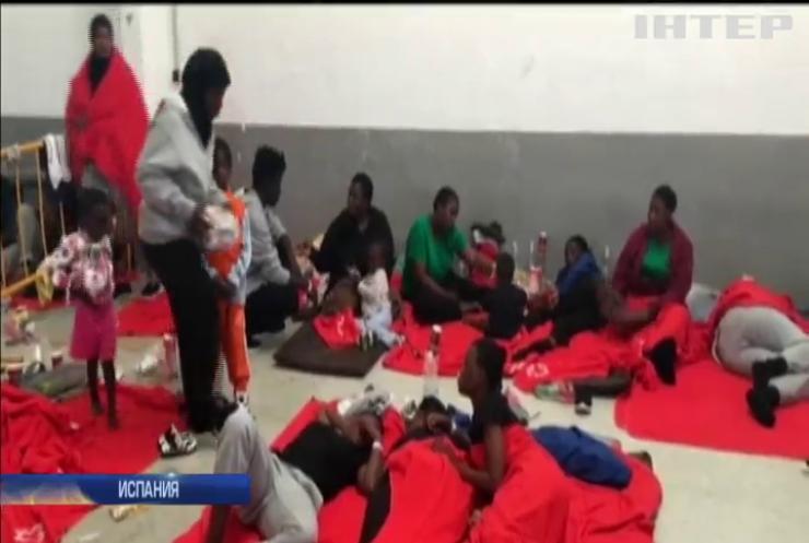 У берегов Испании спасли более тысячи беженцев (видео)
