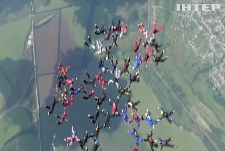 У Харкові парашутистки встановили світовий рекорд