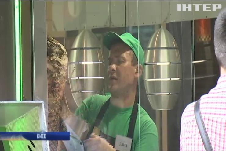 Отравление шаурмой: кто продает опасный фаст-фуд на улицах Киева?