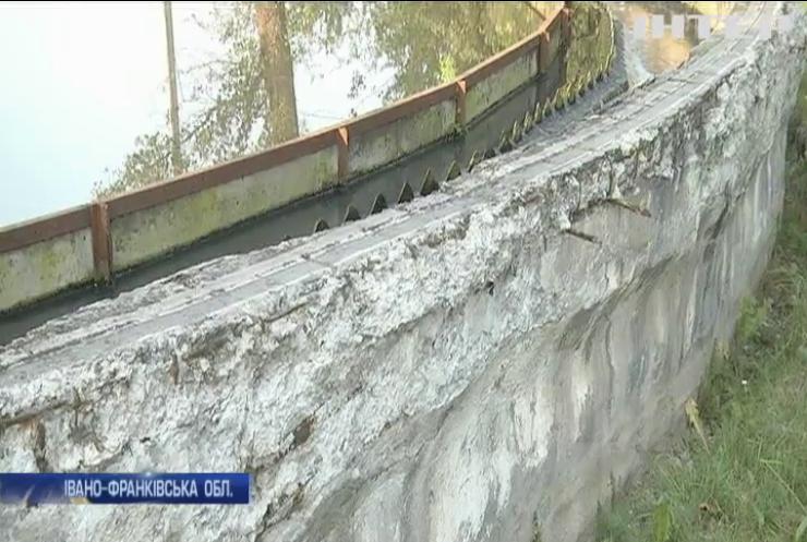 На Прикарпатті заморозили всі будівельні та ремонтні роботи