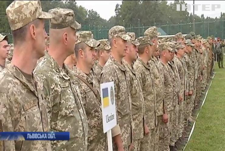 Під Львовом тривають масштабні військові міжнародні навчання