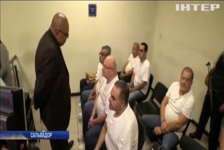 Колишнього президента Сальвадору засудили до 10 років в'язниці
