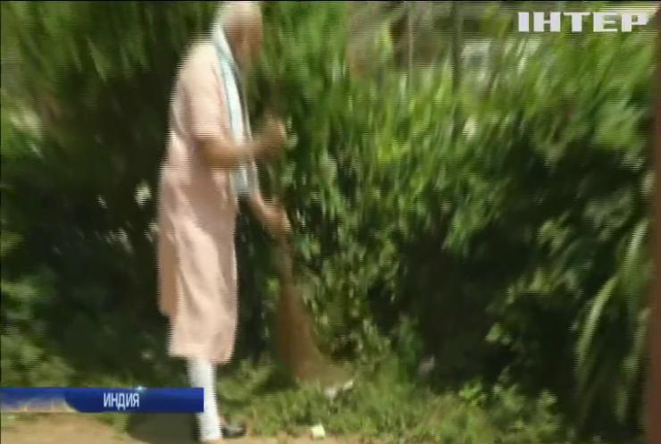 На службе чистоты: премьер-министр Индии убирал на улицах мусор