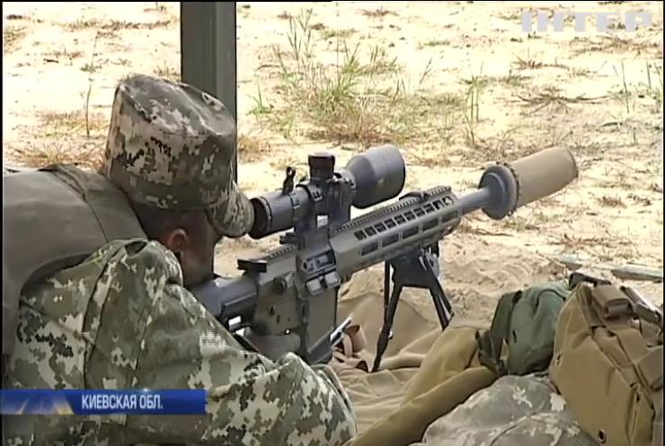 Концерн Roshen передал десантникам новейшее снайперское оружие