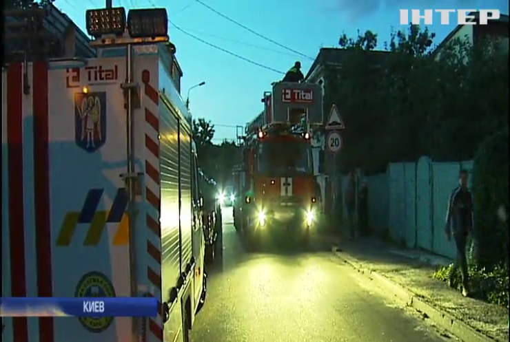 Масштабный пожар в Киеве тушили 20 бригад спасателей