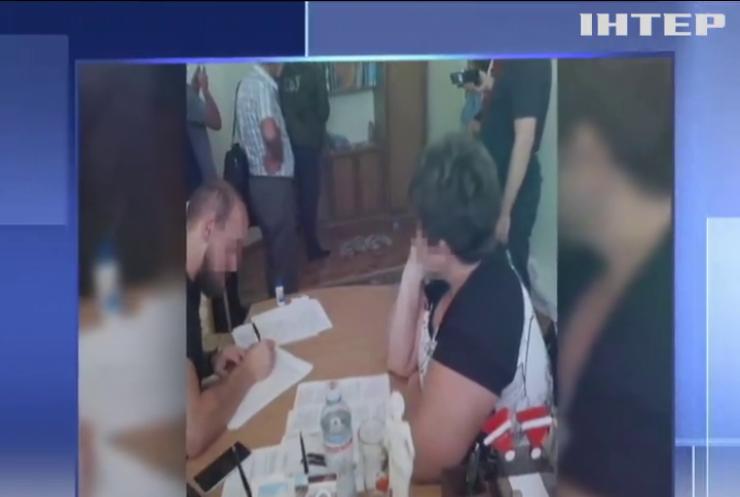 У Чернівецькій області викрили на хабарі керівницю Держслужби з лікарських засобів