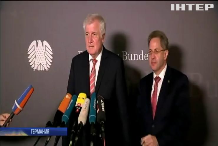 В Германии требуют уволить главу МВД