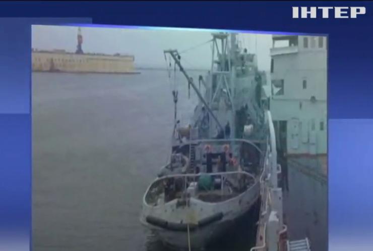 """Українські військові кораблі прибули до порту """"Маріуполь"""""""
