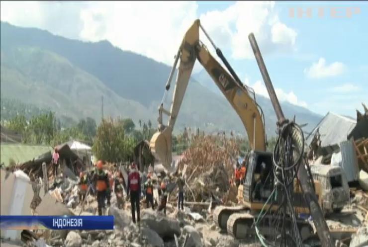 В Індонезії намагаються знайти жертв землетрусу під завалами будинків