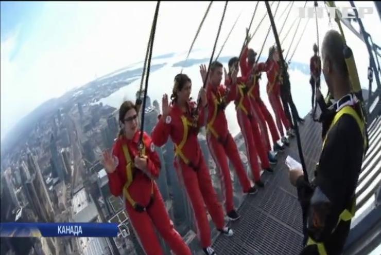 У Канаді іноземці складали присягу на даху хмарочоса (відео)