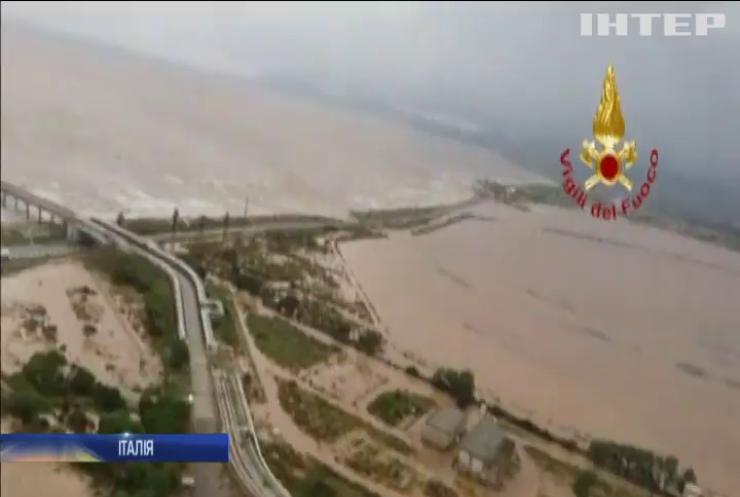 На Сардінії через дощі обвалився міст