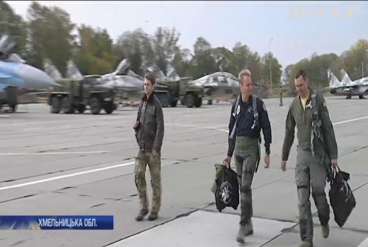 """""""Чисте небо"""": на Хмельниччині проходять міжнародні авіаційні навчання"""