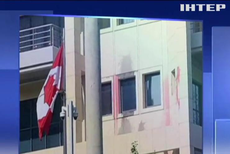 Анархісти розгромили посольство Канади у Греції