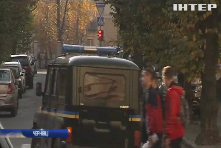 У Чернівцях поліцейський жорстоко побив водія