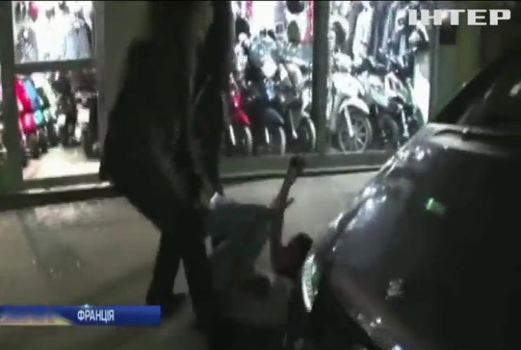 Гелловін у Франції закінчився погромами (відео)