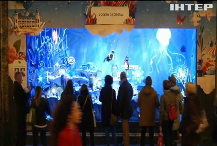 Крамниці Парижу прикрасили до Різдва