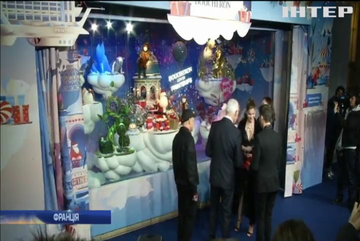 Париж прикрасили різдвяними ліхтарями