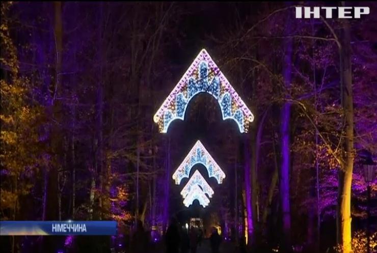 У столиці Німеччини ботанічний сад прикрасили святковими вогниками
