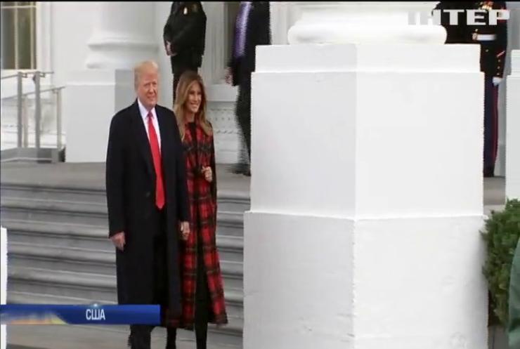У Білий дім привезли різдвяну ялинку