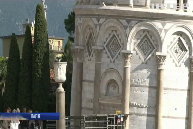 Цікаві факти: Пізанська вежа почала випрямлятися