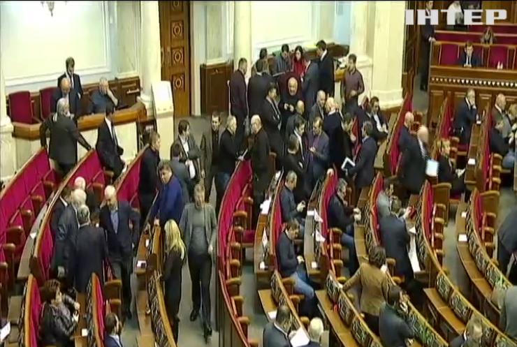 Воєнний стан в Україні: як відбувалось позачергове засідання парламенту?