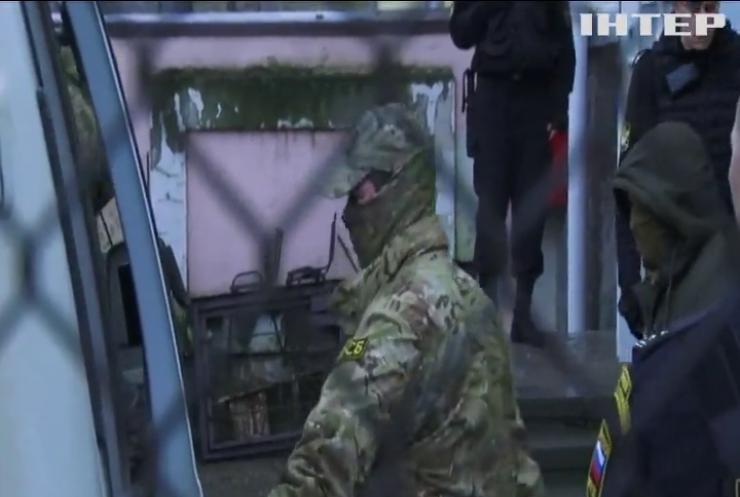 До полонених українських моряків не пускають адвокатів