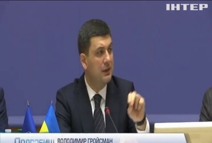 Головні принципи децентралізації необхідно прописати в Конституції для стимулювання місцевих чиновників - Володимир Гройсман
