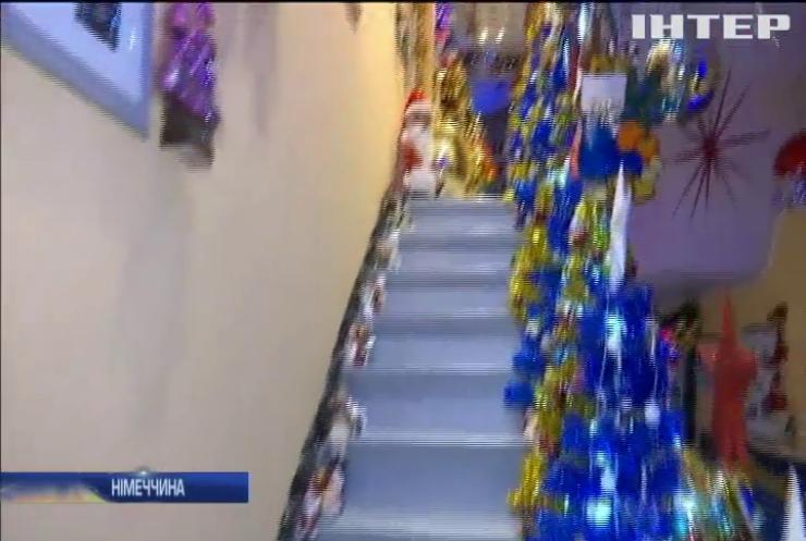 Німецьке подружжя встановило вдома 316 різдвяних ялинок