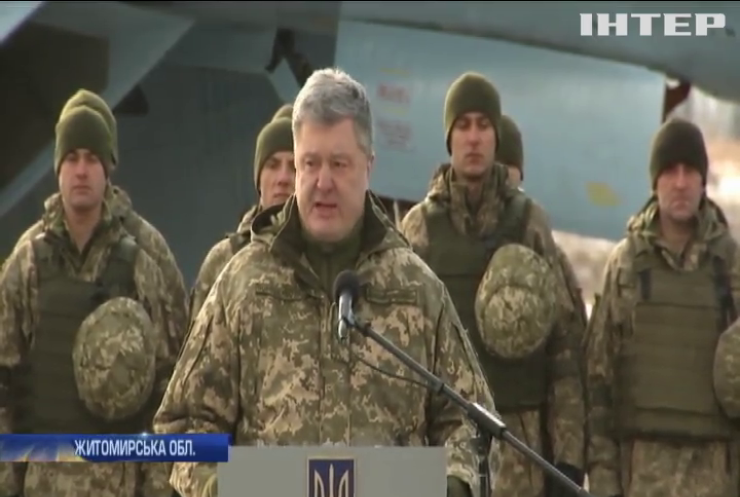 Петро Порошенко привітав українських військових з професійним святом