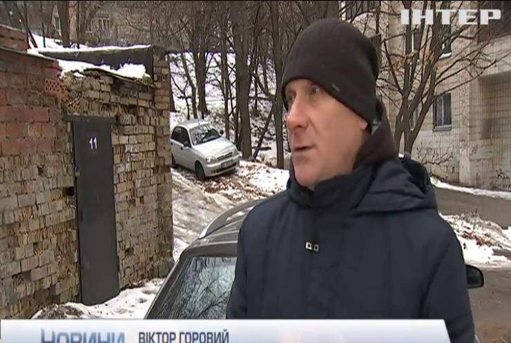 Українці масово кидають авто на кордоні з Європою