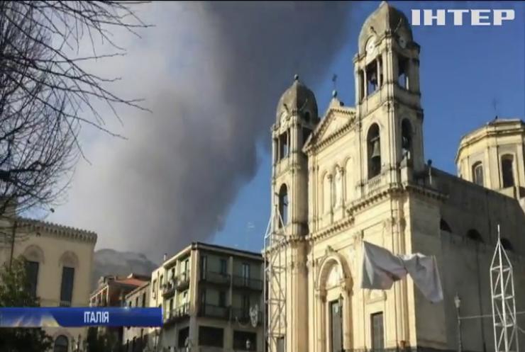 """На Сицилії триває виверження вулкана """"Етна"""""""