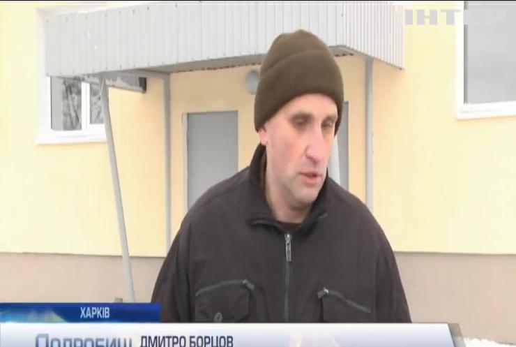 Голова Харківської облдержадміністрації та міністр оборони України видали військовослужбовцям ключі від нових квартир