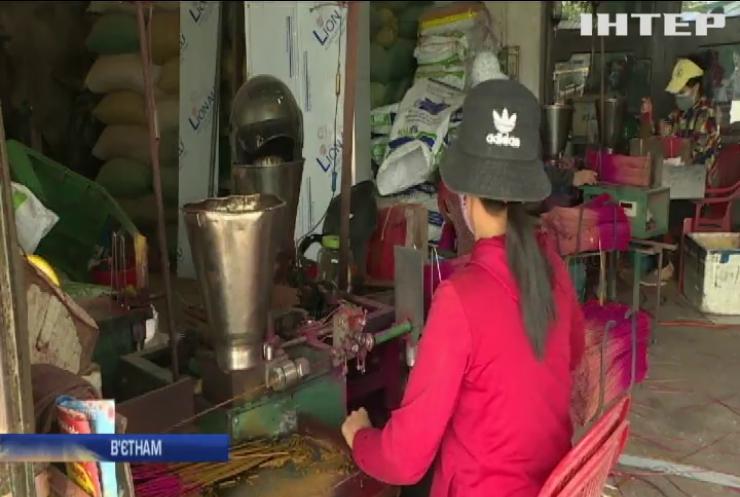 В'єтнамські селяни розкрили серкрет новорічних аромопаличок (відео)