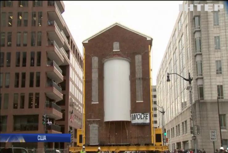 Без шуму та пилу: найстарішу церкву Вашингтону перевезли в інше місце