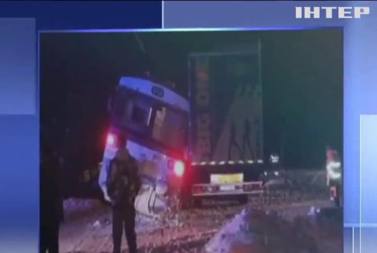 """У Словаччині вантажівка """"влетіла"""" під потяг"""
