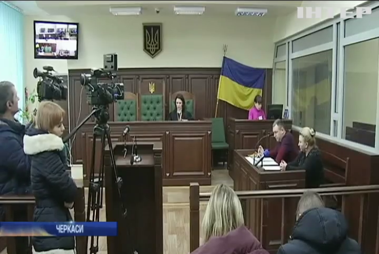 Скандал у Черкасах: підозрювану у вбивстві депутатку залишили на свободі