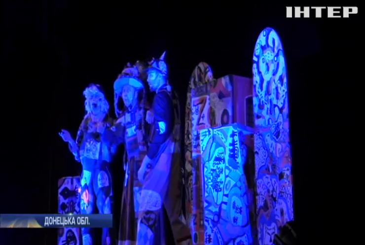 До Авдіївки завітав дитячий театр із казковою виставою