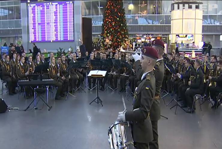"""На честь """"кіборгів"""" у аеропортах України провели урочисті концерти"""