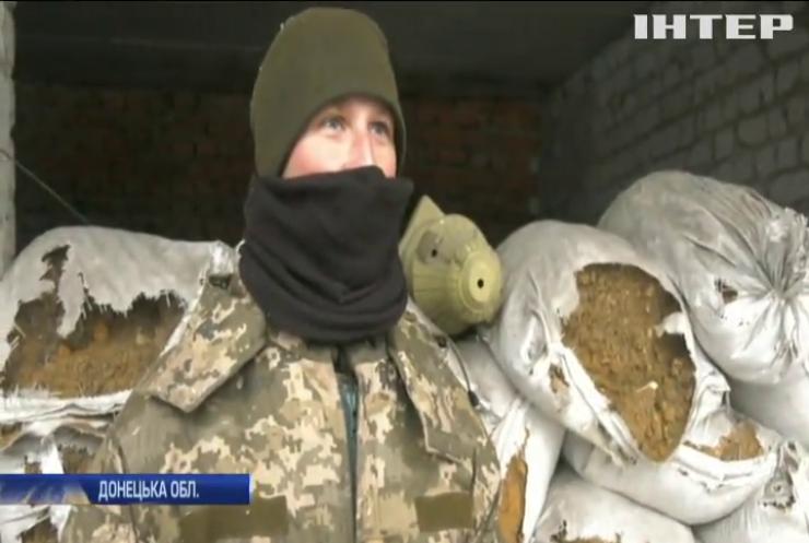 Українські військові укріплюють передові позиції у Пісках