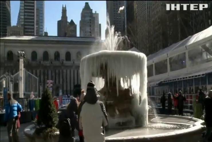 Морози скували фонтан на Мангеттені (відео)