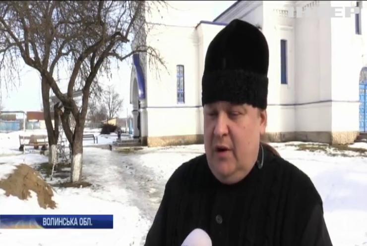 На Волині мешканці села Садів зрізали замки в храмі УПЦ і захопили церкву