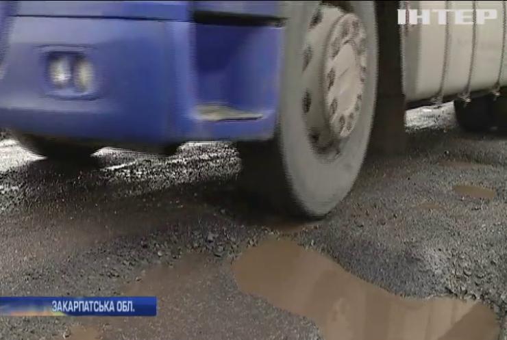 На Закарпатті водії пікетували Службу автомобільних доріг області