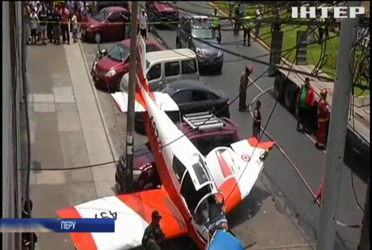 У Перу посеред вулиці впав літак