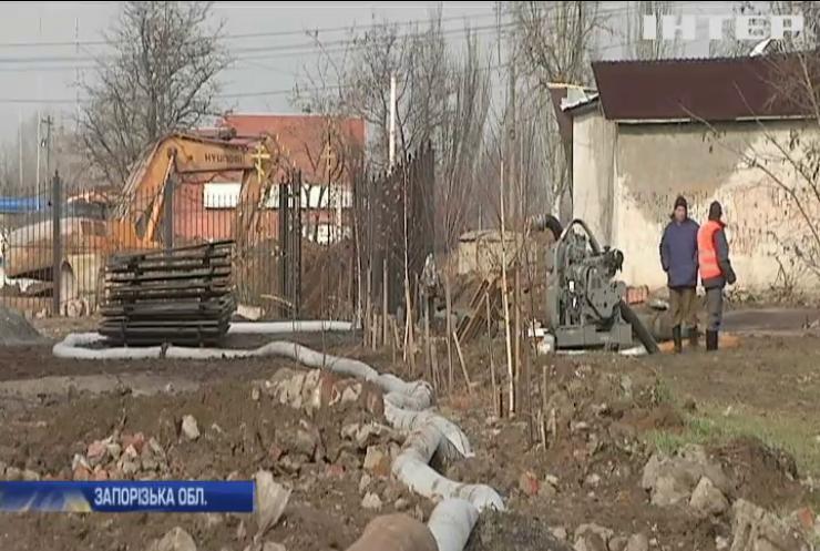 У Бердянську продовжується ремонт колектора