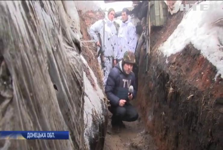 На Донбасі бойовики продовжують обстріли