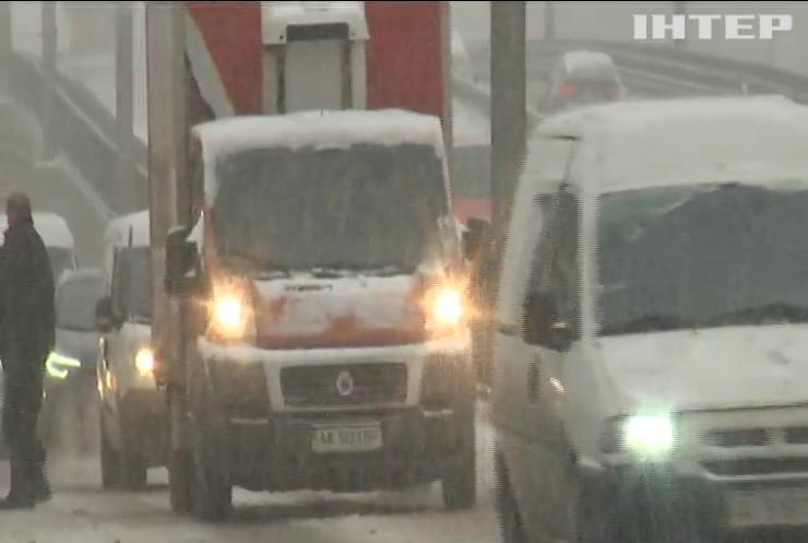 Комунальники Києва вийшли на боротьбу із снігом