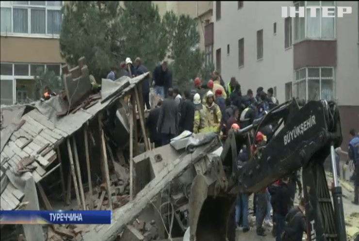 У Туреччині обвалився житловий будинок: є загиблі та поранені