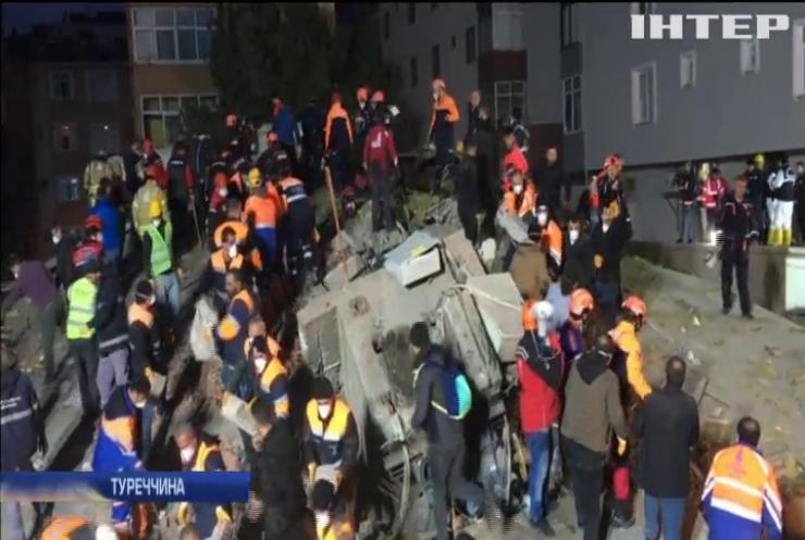 У Стамбулі продовжують розбирати завали житлового будинку